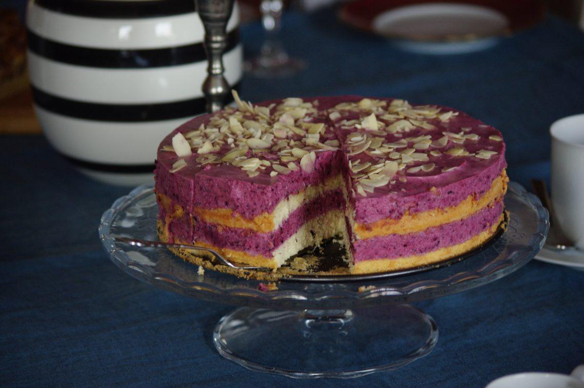 Felsenbirne-Buttermilch-Torte
